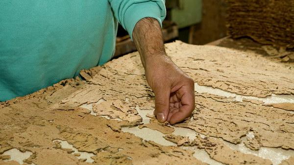 Укладка пробкового шпона для напольных покрытий Granorte вручную